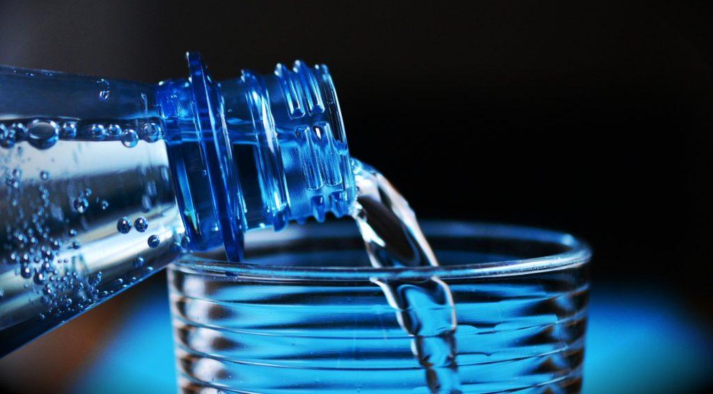 【痩せる飲み物】ダイエット中にオススメの痩せる飲み物8選、おすすめの飲み方や注意する飲み物など徹底解説、炭酸水