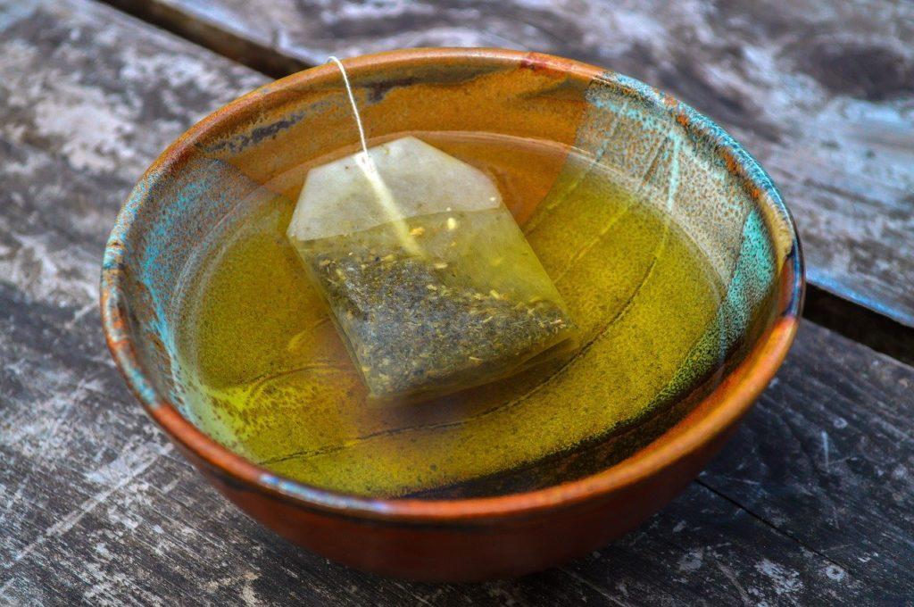 【痩せる飲み物】ダイエット中にオススメの痩せる飲み物8選、おすすめの飲み方や注意する飲み物など徹底解説、緑茶