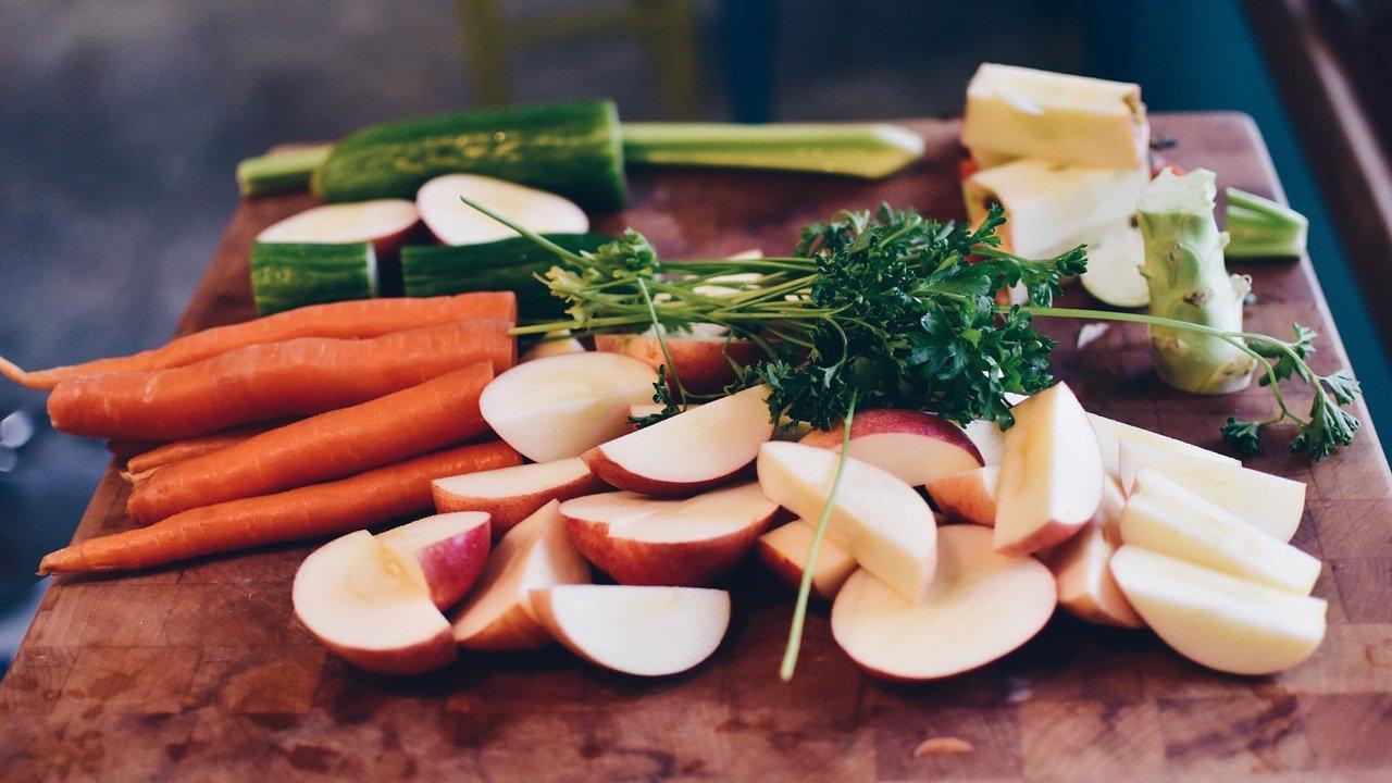ダイエットや体重維持におすすめの低カロリーな食べ物を紹介【食材、食品、おやつ、食事メニューを解説】