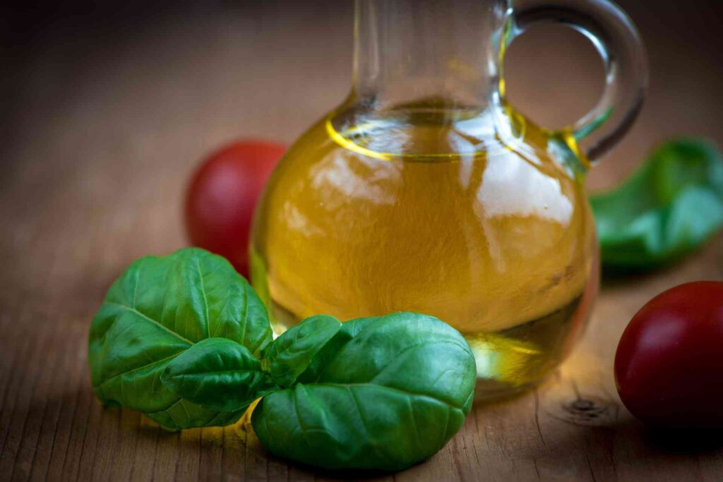 【脂質選別】ローファットダイエットにMCTオイルは効果的なの?相性や効果、必要性を解説